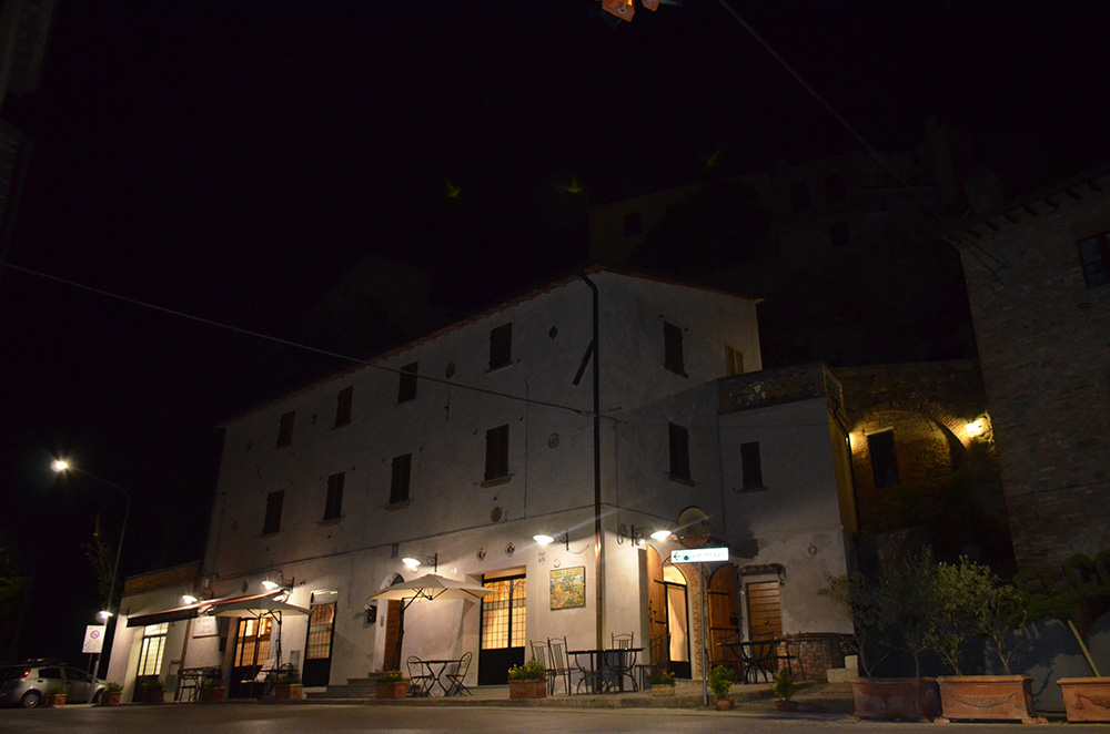 A View from the Street - Locanda del Bracconiere - Deruta (Perugia)